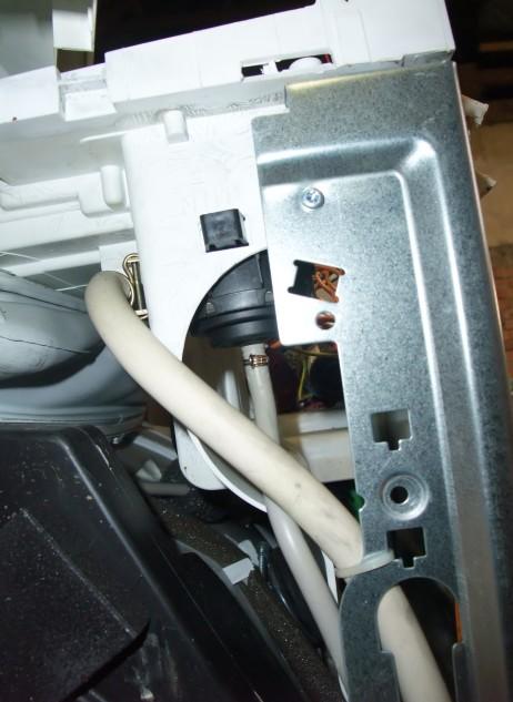 Připojená hadička k hladinovému senzoru